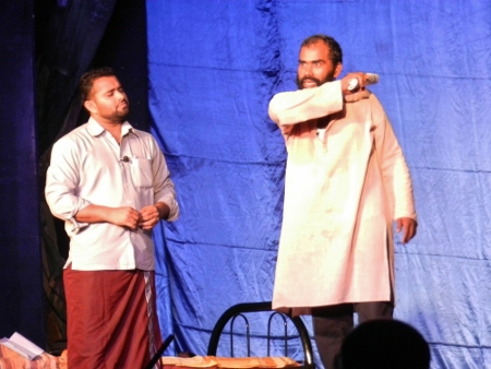 The Best play 2014 is all about being overwhelmed by problems, like debts, the ignorance of the society, all this crawls into your body like snails who crawls everywhere and overwhelm you at the end. The play is written by Rajeeesh K Rajeesh