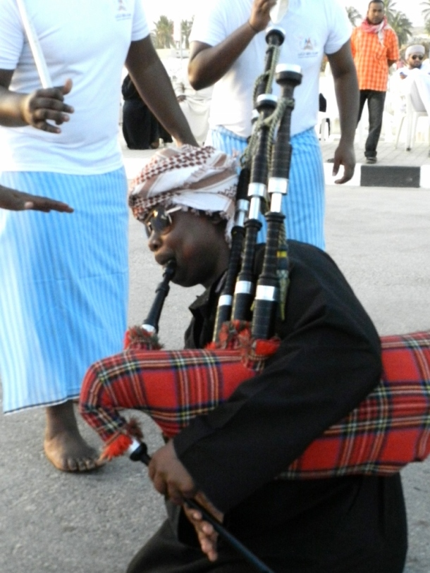 The Habban in Oman has only recently been used. The instrument is used in many different genres. The impression of polyphony is created by the continuous drone of the Bordun pipes, is similar to the Scottish bagpipe.